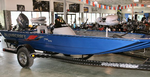 pro 175 blue with yamaha 70